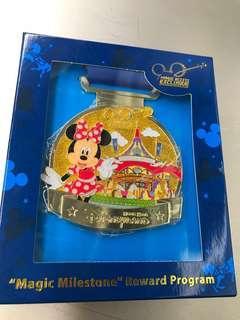Disneyland badge Minnie mouse