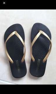 Sandal wanita 37