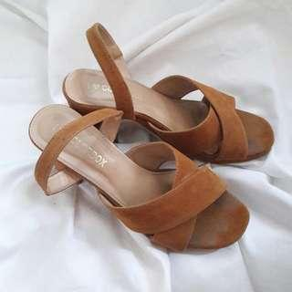 Colorbox brown heels