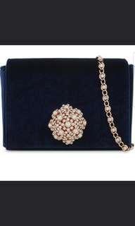 good deal big sale 🤩$699Ted Baker 高貴藍色絲絨斜孭袋 brooch 2 way bag (crossbody /clutch) (Royal Blue color) Included Sf Express 包順豐