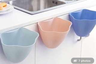 廚房用品!淺粉藍色!得一個(左一)。可放青瓜皮、薯仔皮、紅蘿蔔皮....或垃圾!原價$50 搬屋平售$29‼️
