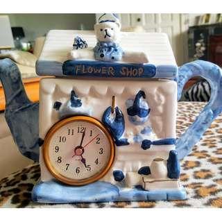 CLOCK IN TEA POT GIFT