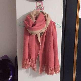 🚚 粉白兩色圍巾