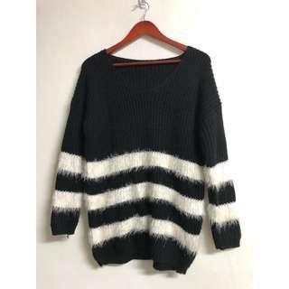 🚚 韓版針織毛衣 海馬毛黑白長袖毛線衣  中長款罩衫
