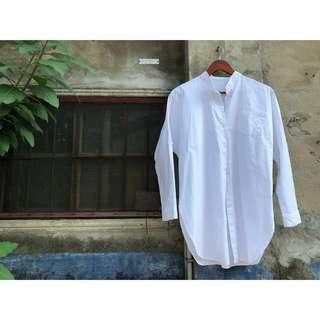 🚚 Vintage復古中山領文青風白色長版襯衫 古著懷舊排扣長罩衫 下擺弧度 兩邊開叉 學院衫 男友風 薄外套 私服