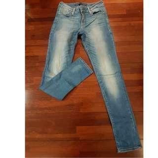GUESS skinny jeans size 26