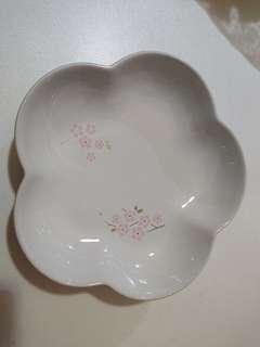 Le creuset medium flower dish sakura white大深花