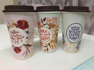 hard plastic coffee or tea cups with lid - set of three