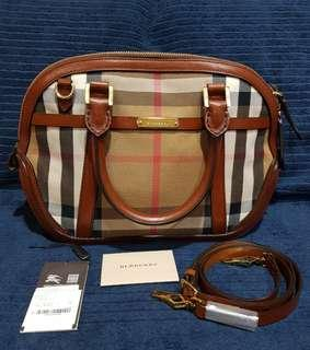 SALE : Almost New Burberry Bag