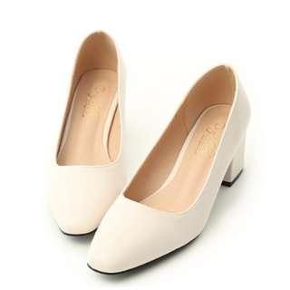 ~全新~知性色調素面小方頭中跟鞋*米白 36號