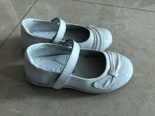 Elle白皮鞋
