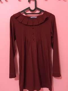 Kaos merah lengan panjang