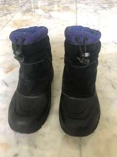 Snow shoes Northface powderhound size US4/ sepatu salju anak laki