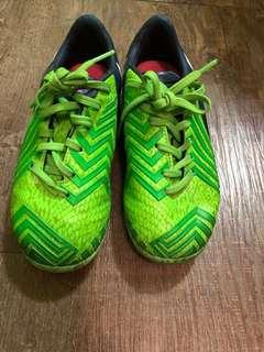 85% new adidas lime green kids soccer boots (on grass) 八成半新adidas 螢光綠小童草地波鞋
