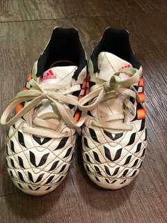 85% new adidas white tiger pattern kids soccer boots (on grass) 八成半新adidas 白色老虎紋小童草地波鞋