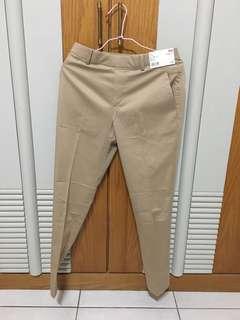 🚚 Uniqlo 緞面九分褲/ 休閒褲