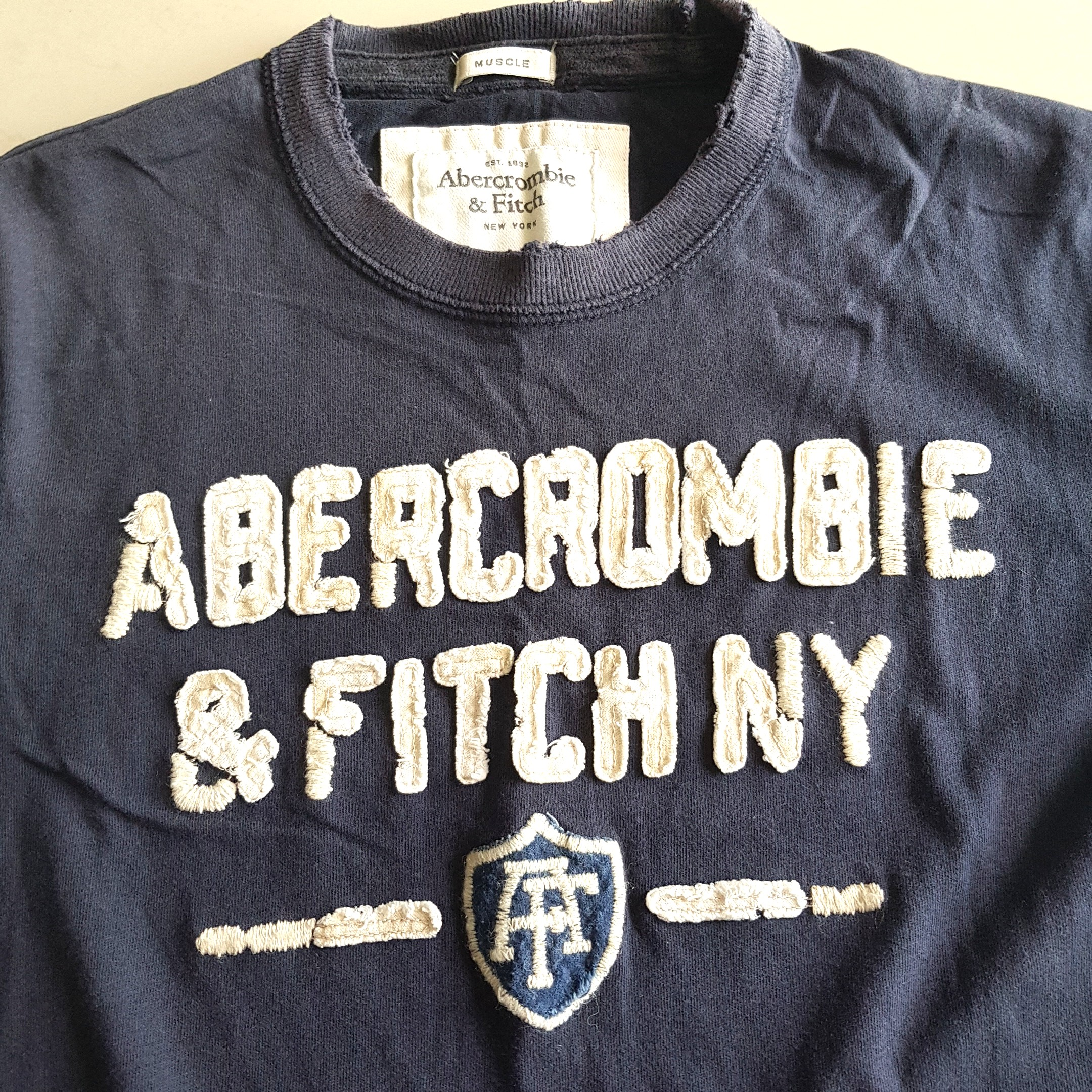 18a89962350e Abercrombie and Fitch tee small
