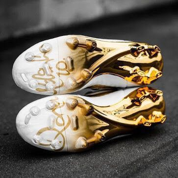 a2ef5577e Authentic Nike Tiempo Ronaldinho 'Touch of Gold' Limited Edition Football  Boots, Sports, Sports & Games Equipment on Carousell