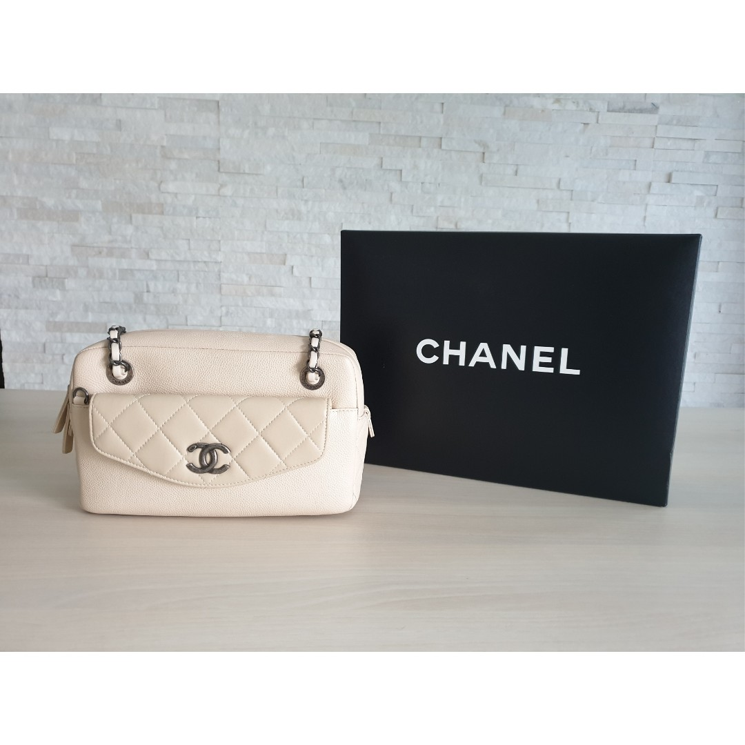 23cbab642919 Chanel Camera Case