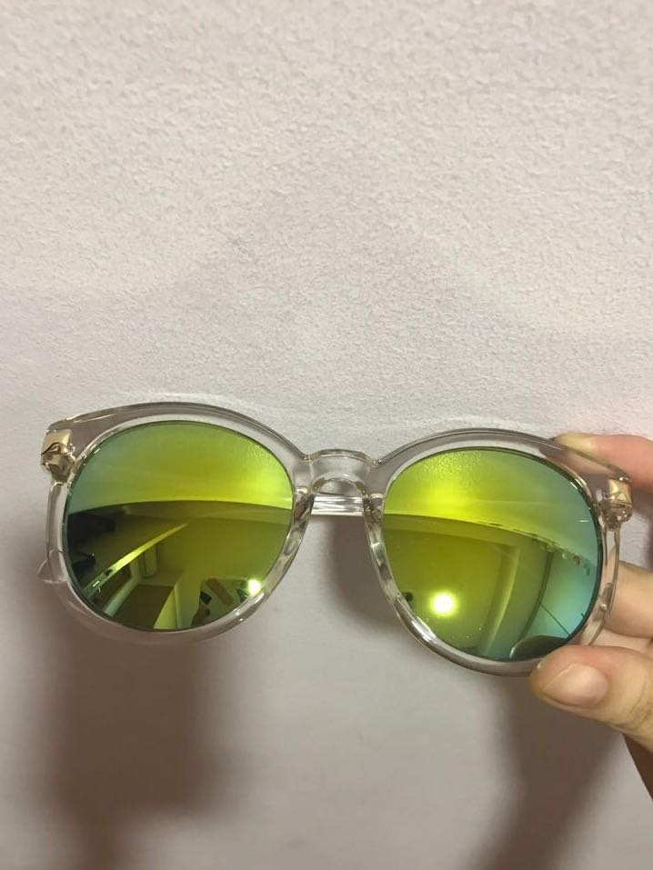 44860cdb26a Holographic Sunglasses With Gold Details (RedEye)