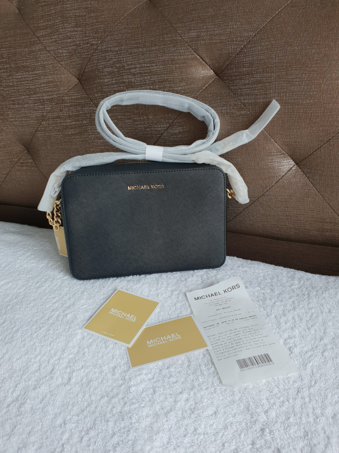 5fd055be04f4 Michael Kors Crossbody, Luxury, Bags & Wallets, Handbags on Carousell