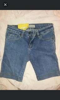 Celana LOIS UK 27 baru dijual karna ga muat males tuker kestore