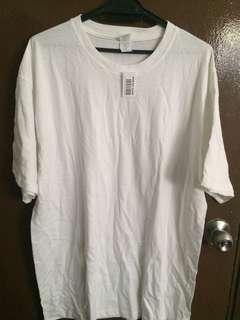 White roundneck Tshirt
