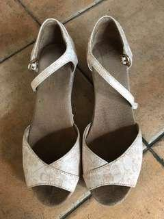 Christmas 🎄 sale 😍Authentic Toms Wedge Shoes