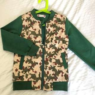 🚚 (Free postage) Camo Design Front Zipped Jacket