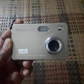 pocket digital camera ezshot e700