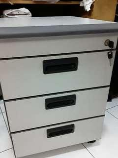 Office chest drawer with lock and wheels