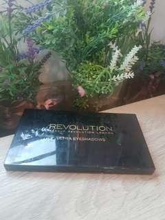 Makeup revolution matte eyeshadow palette