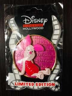 Disney Studio Store Hollywood pins 迪士尼徽章襟章 Cursive Cutie Series- Piglet Le300 disney pin