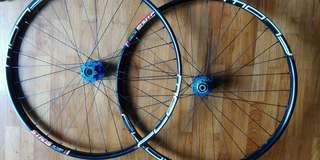 Hope pro4 hub + stan flow mk3 wheelset 27.5