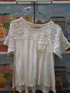 T-shirt kombinasi brukat putih