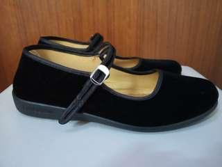 全新黑色絨面布鞋休閒鞋婆婆鞋平底鞋返學鞋