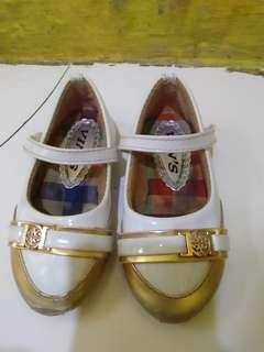 Sepatu preloved putih