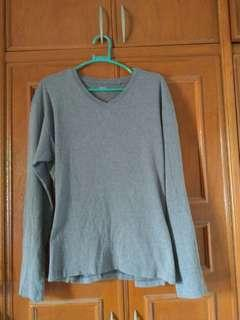 UNIQLO Gray V Neck Medium