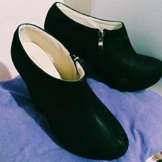 🚚 絨面 黑色 麂皮 高跟短靴