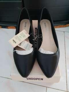 Kitten black heel pumps/ shoes