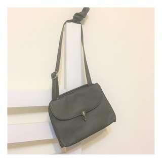 🚚 【包包】墨綠色小包/復古插釦多用途雙層斜背包