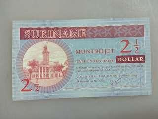 Suriname 2 1/2. 2.5 dollars 2004 issue