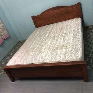 Queen bed with mattress / Katil queen dan tilam