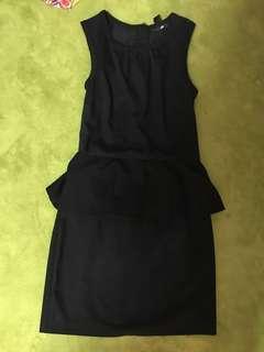 🚚 H&m peplum black dress