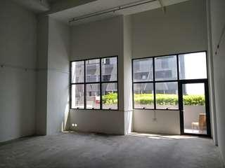 CT Hub 2 B1 factory with pool view for rent