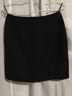 Rok bahan Hitam Pendek Body Fit