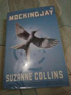 Mockingjay by Suzanne Collins (3rd book from The Hunger Games Trilogy) - Bahasa