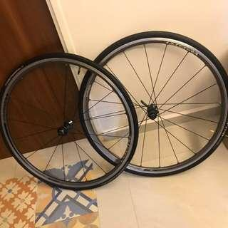 Hardly use Ultegra 6800 wheelset with tires