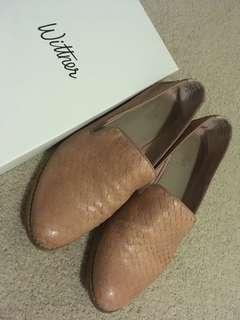 Size 38 Wittner Pink loafers