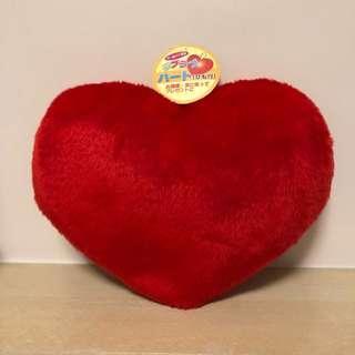 細細個心形咕𠱸 heart-shaped cushion
